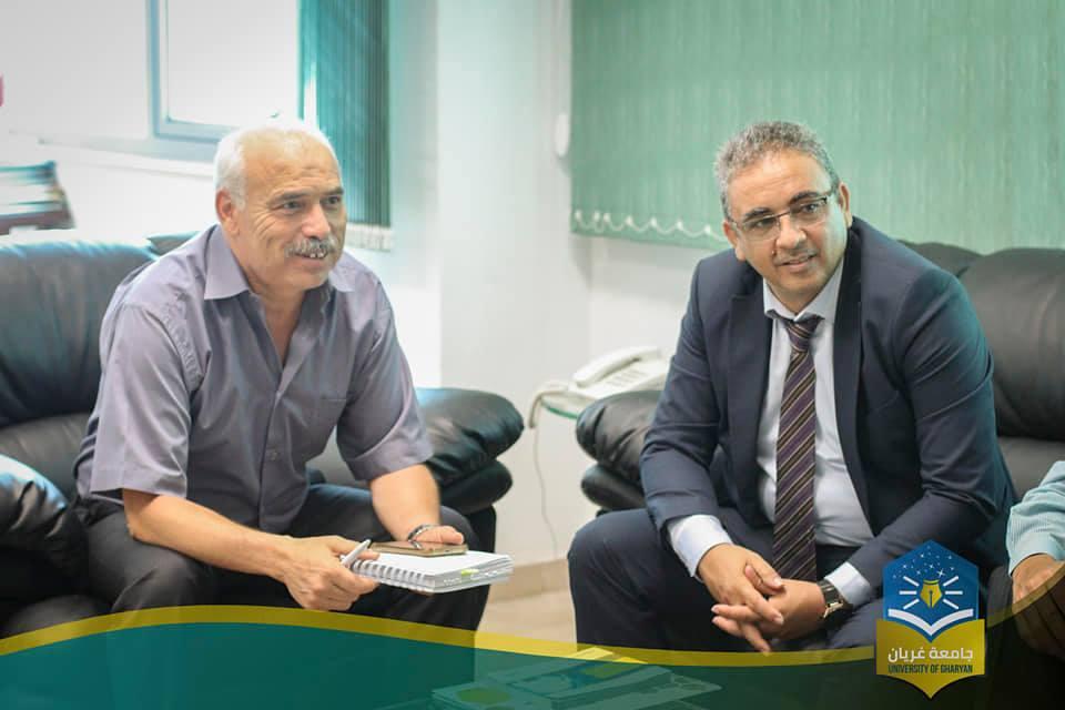 لقاء رئيس جامعة غريان مع رئيس جامعة المنستير على هامش أعمال المؤتمر العلمي