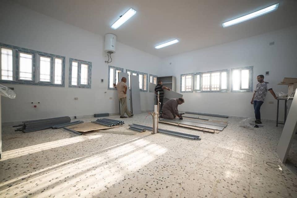 تركيب معامل كلية الصيدلة استعداداً لإفتتاح المقر الجديد لها
